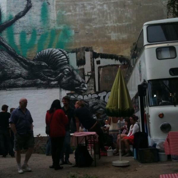 International street food event in #Berlin urban garden in Kreuzberg. Bahn mi & Brazilian hot dog.