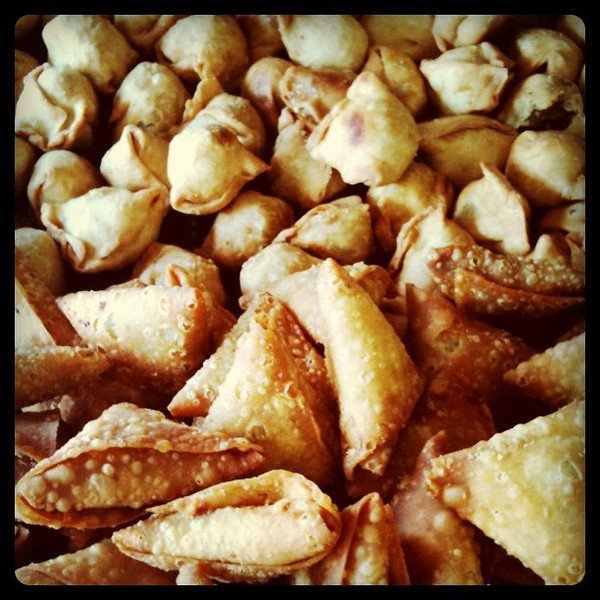 Train snacks, Bangladesh: Singara and samosa
