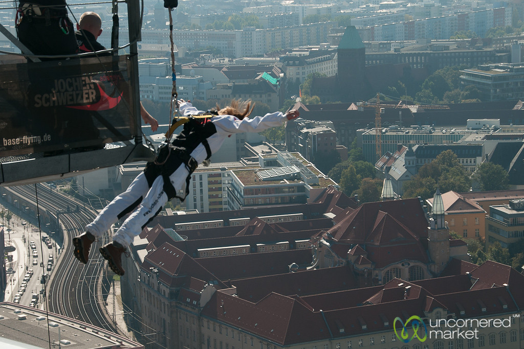 Berlin Base Flying - Audrey Starts  her Drop