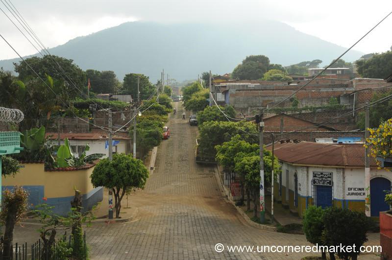 Clean Street - Juayua, El Salvador