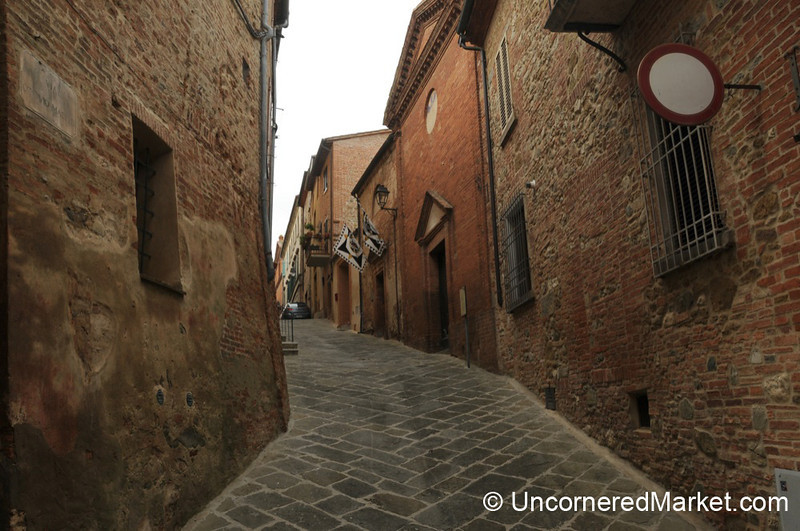 Steep Streets of Tuscan Hill Towns - Torrita di Siena, Italy