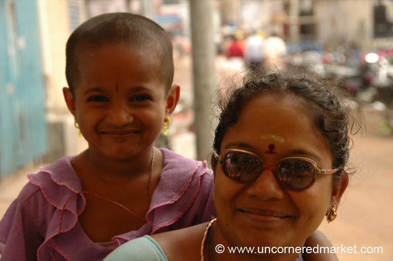 Madurai, India: Mother and Daughter Moment