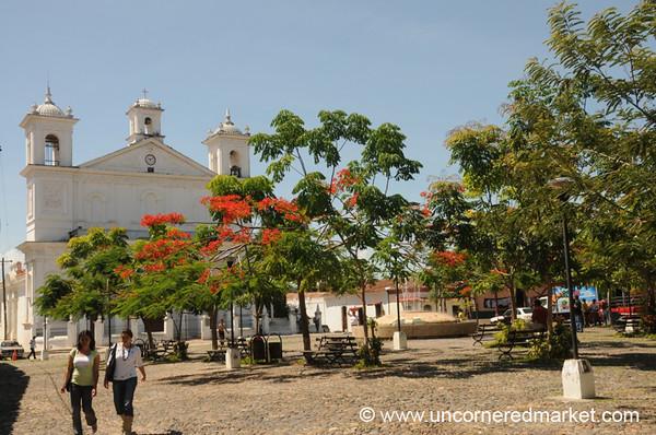 Suchitoto's Parque Central - El Salvador
