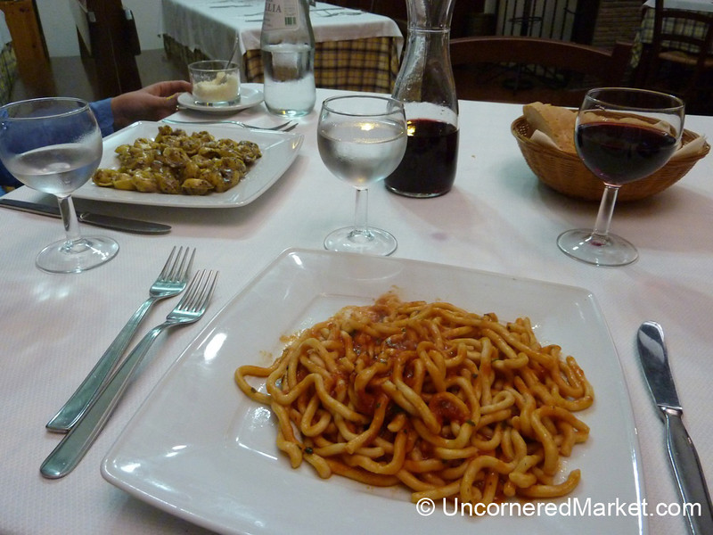 Lunchtime in Orvieto - Umbria, Italy