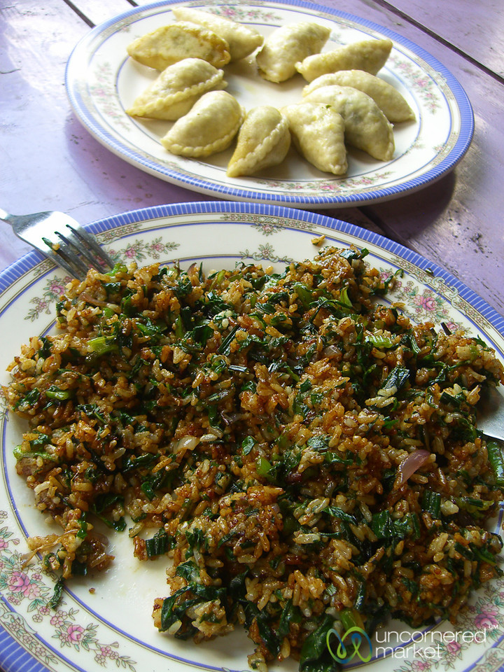 Momos and Fried Rice Along the Annapurna Circuit in Nepal