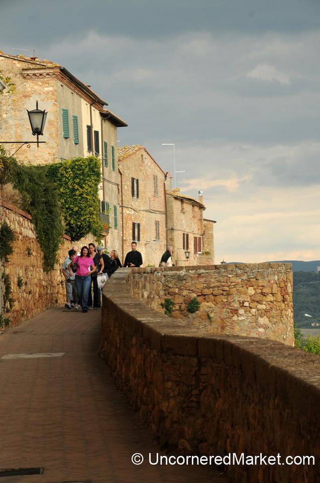 Walking Along the Edge of Pienza - Tuscany, Italy