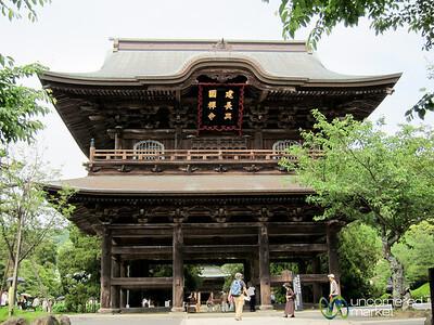 Sanmon Gate at Kencho-Ji Zen Temple - Kamakura, Japan
