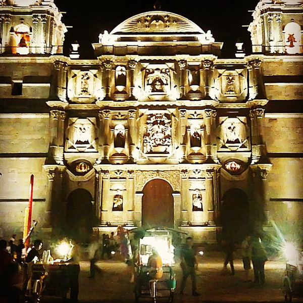 Cathedral + hot dog stand #oaxaca #full-service