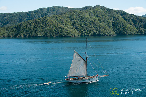 Abel Tasman Clear Waters and Boat - New Zealand