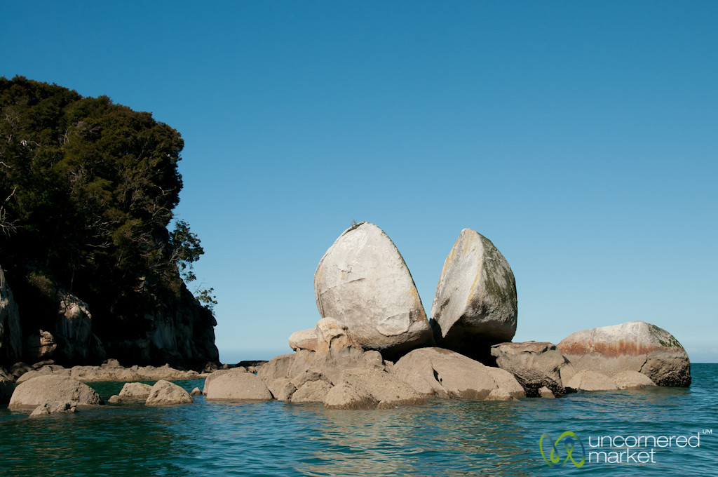 Split Apple Rock - Abel Tasman National Park, New Zealand