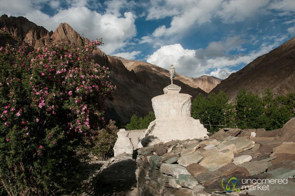 Chorten and Mani on way into Skyu - Ladakh, India
