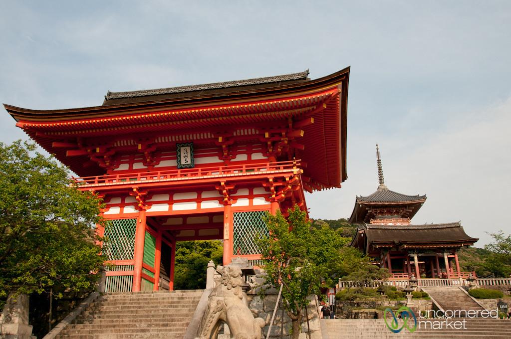 Kiyomizudera Niomon - Kyoto, Japan