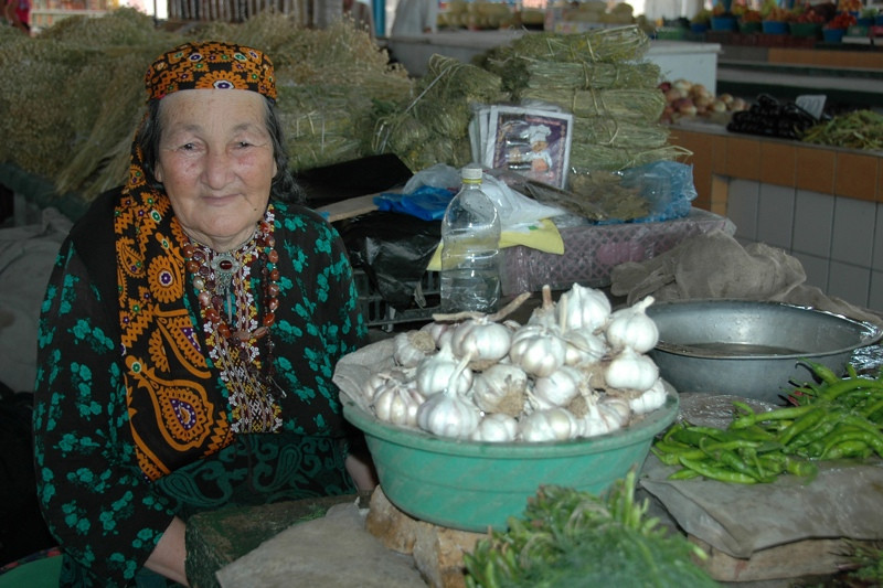 Garlic for Sale at the Market - Mary, Turkmenistan
