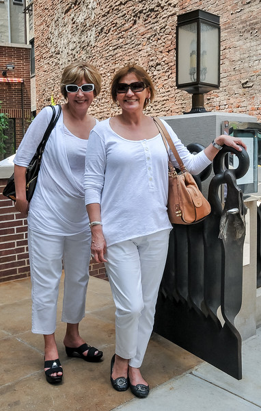 Liz and her sister Eva understandably preferred shopping than watching me take photos!