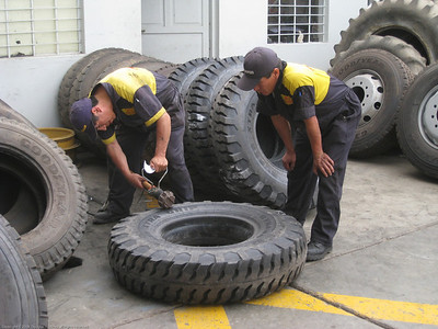 Melting inventory control numbers into the sidewalls of fleet tires. Trujillo, Peru.
