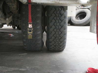 New gap. Comparison between gap between duals on new tires and OEM tires. Installing new tires for the Fuso. Trujillo, Peru.