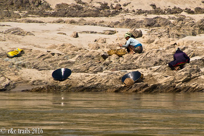 locals panning for gold along the mekong