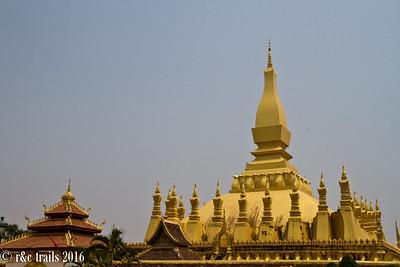 wat that luang stupa