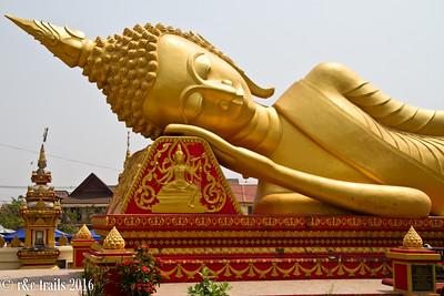 resting buddha at wat that luang