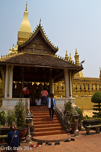 worshippers at wat that luang stupa