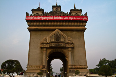 patuxai - the arc de' triomphe of vientiane