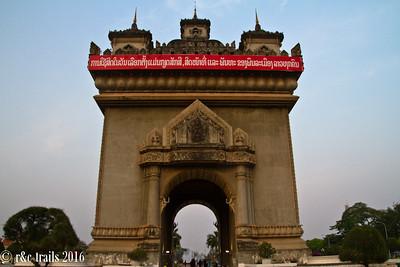 patuxai - the arc de' triomphe of vientiane
