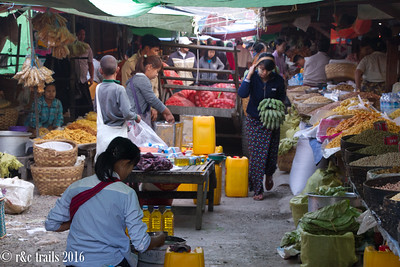 traveling markets in Nyuang Shwe