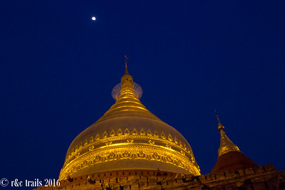 Dhamma-ya-Za-ka pagoda at night