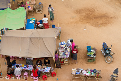 foodstalls providing breakfast noodles at sulamani temple