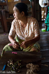 In Paw Khone - weaving village