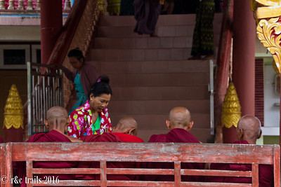 a women gives offerings to the monks of Hnee Paya
