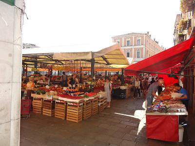 Mercado near the Rialto Bridge