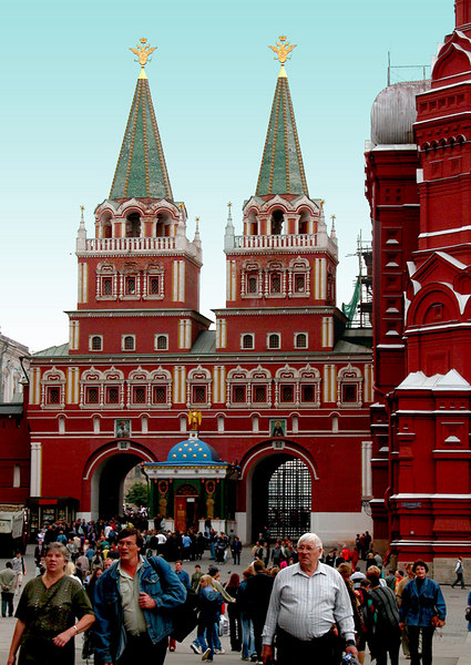 The replica of Resurrection Gate, is the west end entrance to Red Square.