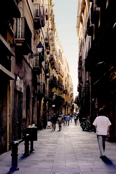 Even the narrow side streets perpendicular to La Rambla is interesting and a nice photo opportunity at sunset.