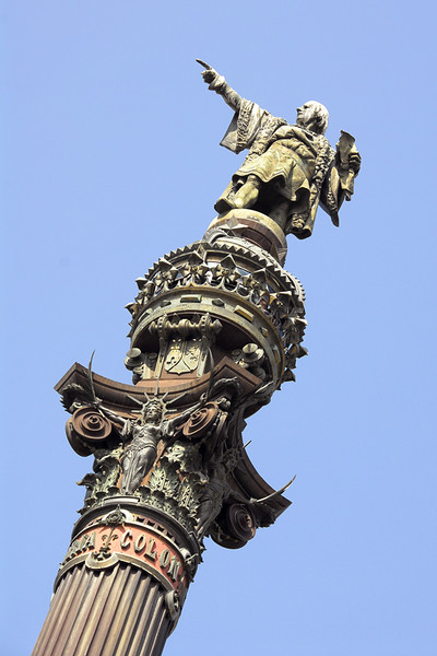 This is the columbus Monument erected in 1888. It faces the bay along the Passeig de Colom.