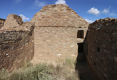 The masonry of Chetro Ketl used walls with thick inner cores of rubble and thin veneers of facing stone.  They tapered as they rose to allow large scale building.