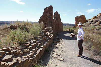 Many of the ruins in the valley have an orientation with the tallest wall on the north side, aligned on an east-west axis.