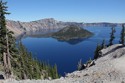Looking back north from Discovery Point, with Hillman Peak on the left beyond Wizard Island.