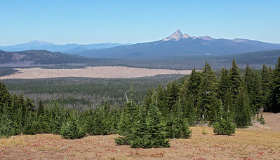 After settling into camp, we drove back to the northwest corner of the lake to start a driving tour of the north and north eastern parts of the Rim Drive.  Here we see the Pumice Desert again, with Mt. Thielsen on the right.