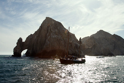 The famous arch at Cabo.  I hear next year it's going to be replaced with two golden arches. That should be beautiful.