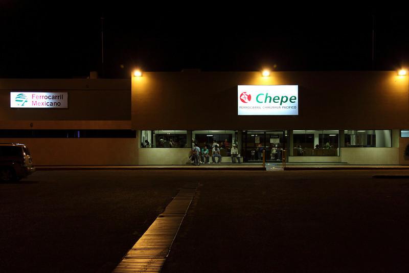 Estación de ferrocarril Chihuahua Pacífico Los Mochis,<br /> 5:15 AM Listos para salir