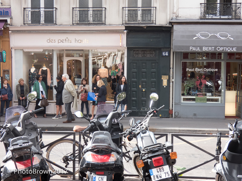 Motorcycles Are Many In Paris