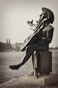 Stockholm, Riddarholmen, statue of Evert Axel Taube, author, composer and singer, September 2010