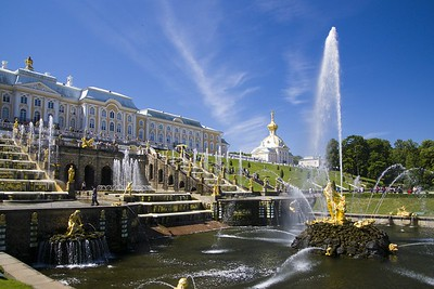 The splendour of the main Peterhof cascade and palace building behind just leave you speechless