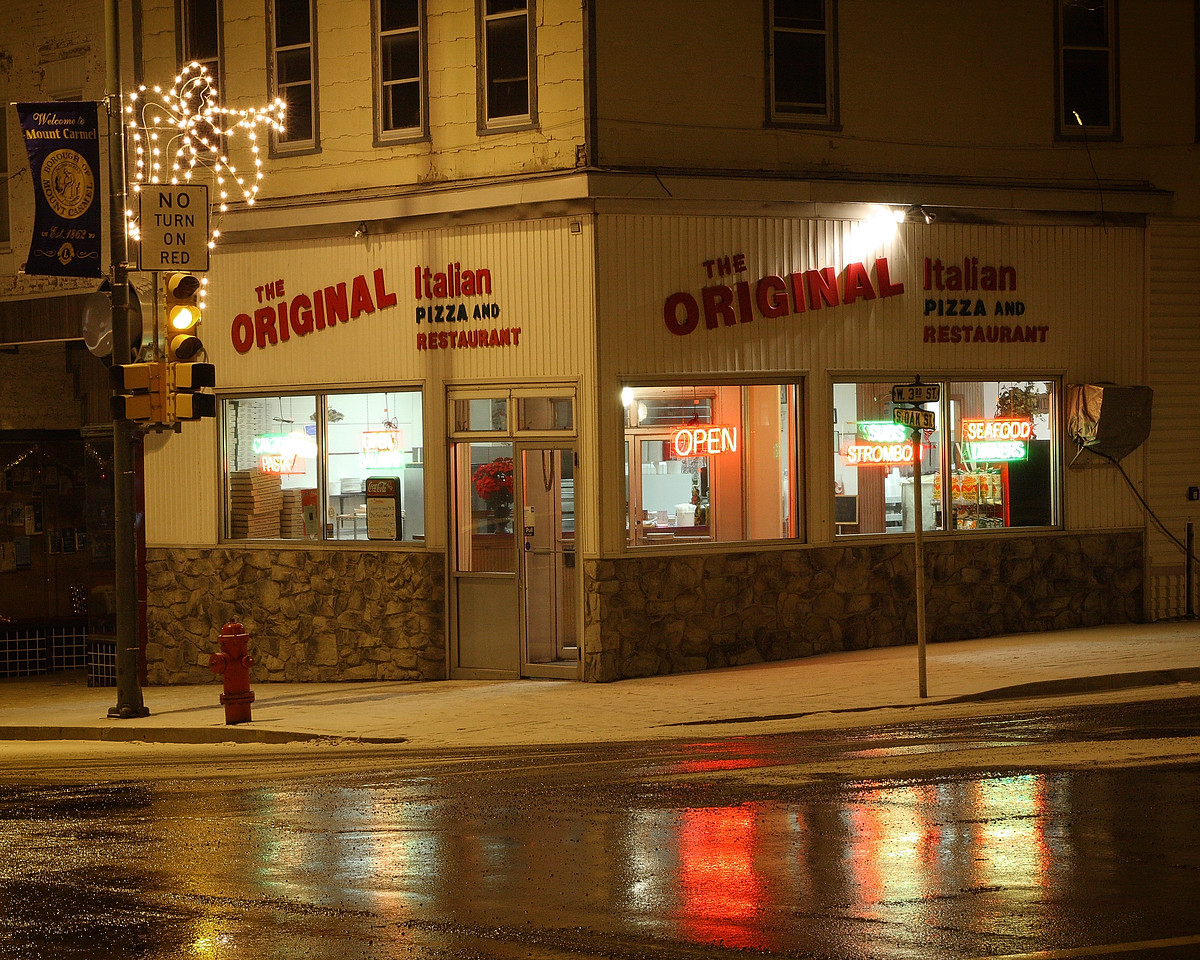 Pizza shop in the corner of 3rd & Oak street, Mt Carmel