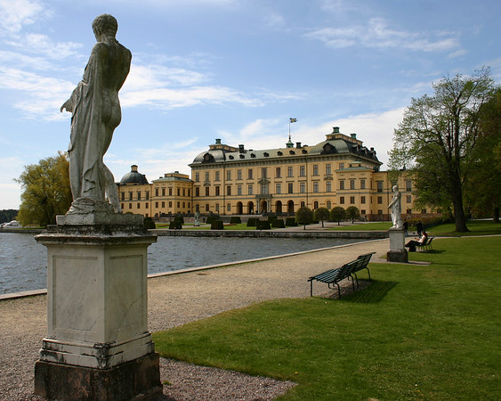 Palace and Statue