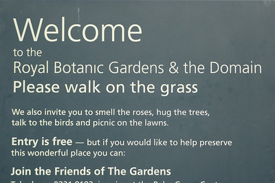 Welcome sign for the Royal Botanic Gardens