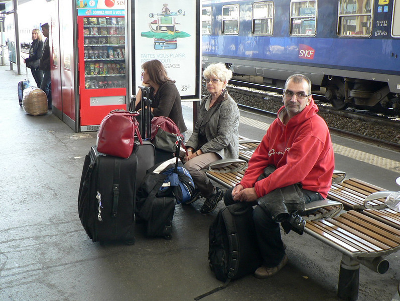 Waiting for the train to Damazan in Toulouse.