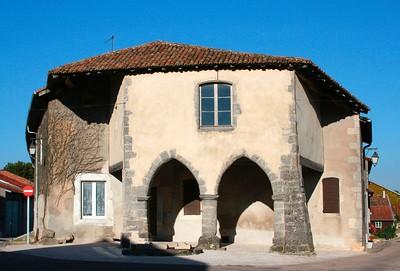 Maison aux arches in Hattonchatel (Aug 2005)