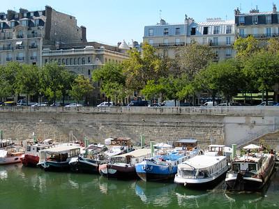 The Bassin de l'Arsenal (also known as the Port de l'Arsenal) is a boat basin in Paris. It links the Canal Saint-Martin, which begins at the Place de la Bastille, to the Seine, at the Quai de la Rapée.  http://en.wikipedia.org/wiki/Bassin_de_l'Arsenal